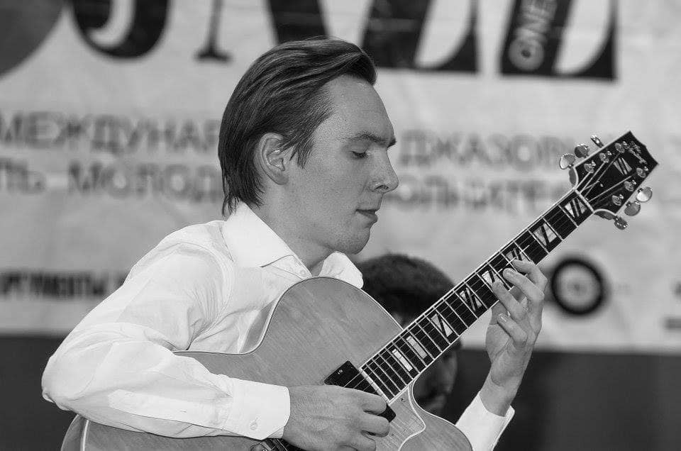 Oleg Maximov playing the guitar
